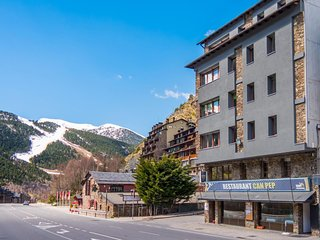 Can Pep 3 apartment in Canillo with WiFi & lift.