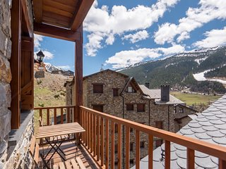 Esquirol 52 apartment in Canillo with WiFi, private parking, balcony & lift.