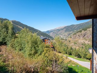 Soldeu PS B3 4-4 apartment in Canillo with WiFi, private parking, balcony & lift