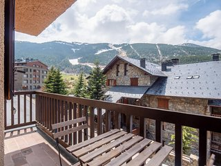 Avet apartment in Canillo with WiFi, balcony & lift.