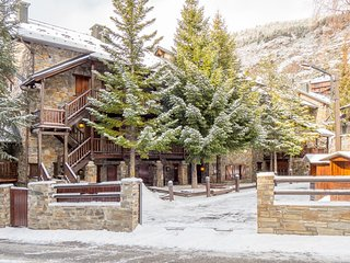 La Pleta 39A apartment in Canillo with WiFi & private parking.
