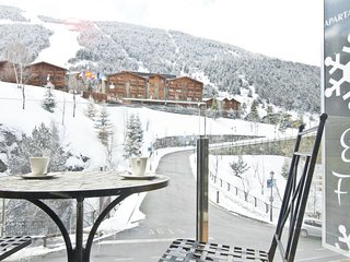 Floc 22 apartment in Canillo with WiFi, private parking, balcony & lift.
