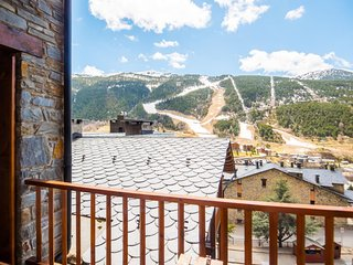 Esquirol 51 apartment in Canillo with WiFi, private parking, balcony & lift.