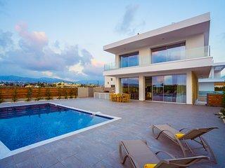 Coral Beach Villa 5BR Villa with Sweeping Sea Views 200m to sea