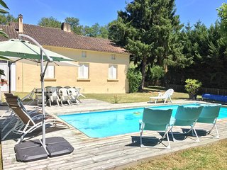 holiday home with private garden and swimming pool, set on a 18holes Golf course