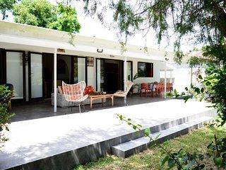 Fare Tetorea - Tahiti - Arue - 3 bdr - beachfront, garden, WiFi - 8 pers