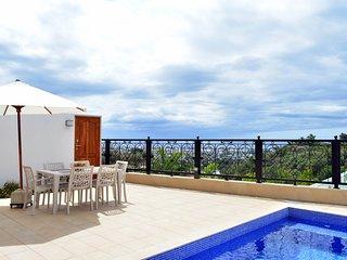 Pape'Ora Villa - Papeete - 4 bdr - A/C - WiFi - pool & sea view - 7 pers