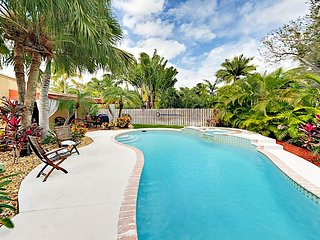 Las Olas Tropical Oasis w/ Pool & Spa - 10-Minute Walk to Shops & Dining!