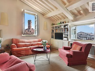 Luxury rooftop Penthouse with 360° view in the old town of Lucca with elevator