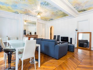 105sq LUXURY 3 BEDROOMS ◇ 50m from Champs Elysées
