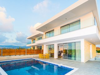 Sea Coral Villa Modern Architecture : 5BR 6 Bath Villa with Sweeping Sea Views