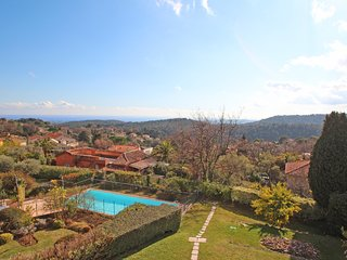 Luxury 2 bedroom apartment with pool and Sea view center of Vence