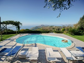 Large villa with pool & amazing views