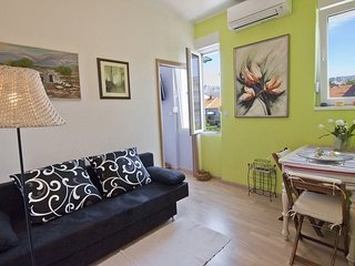 Apartment Olive - One Bedroom Apartment with Terrace and Garden View (ST)