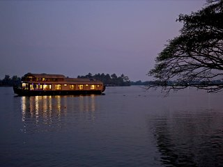 Gokul cruise Lake Riviera (4bhk luxury houseboat)