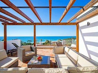 Vale do Lobo Villa Sleeps 8 with Pool and Air Con - 5803061