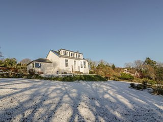 GLENASHDALE, woodburner, WiFi, dog-friendly, detached cottage, Dunoon, Ref 12582