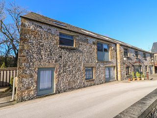 THE OLD SAWMILL, stylish accommodation, ideal base, Bakewell Ref 915648