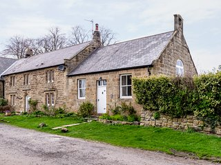 THE OLD SCHOOL ROOM, single-storey, country cottage, lawned garden in