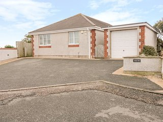 LLECYN BRAF, sea views, detached bungalow, Sky Movies, WiFi, in Amlwch, Ref