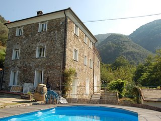 Rustic holiday cottage with pool in the outskirts of Levanto