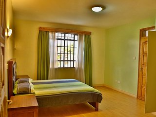The PINE LUSH- SECURE & SPACIOUS! Private Room:G -2 MIN drive to SARIT CENTRE