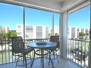 Casa Marina 4361 Bay Beach Ln., #324
