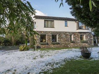 STONEGARTH COTTAGE, parking, garden, in Grasmere Ref 972396