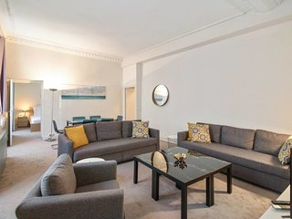Spacious Apartment in Republic for 6