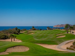 FAMILY SUMMER SPECIALS!!  Beautiful 2 Bedroom Condo with gorgeous CABO REAL GOLF