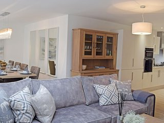 Hawthorn, Northleach, Cotswolds - Sleeps 8, Northleach, Dog Friendly, Cotswolds