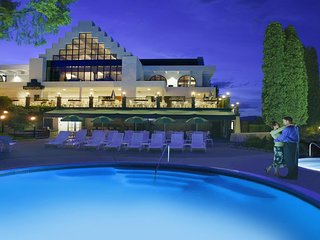 Lake Okanagan Resort - 3 BR Suite, Sleeps 6 - FRIDAY Check-In