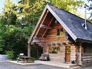 Wilderness Log Cabin near Skeena River & Stewart-Cassiar Highway