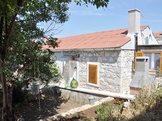 Cozy apartment in the center of Veli Rat with Parking, Internet, Air conditionin
