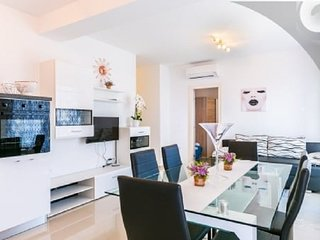 Spacious apartment in the center of Medulin with Parking, Internet, Air conditio