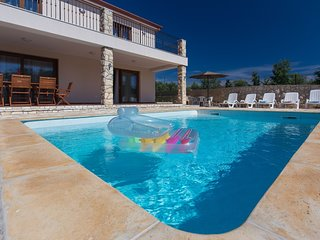 Spacious villa in the center of Brzac with Parking, Internet, Washing machine, A