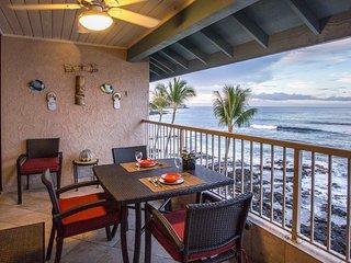 Upgraded Gorgeous Oceanfront Kailua-Kona Reef Resort Top Floor Private Condo, AC