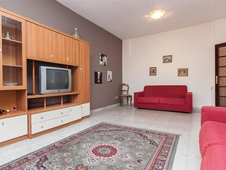Spacious Gozzi 714 apartment in Centro Storico with WiFi & air conditioning.