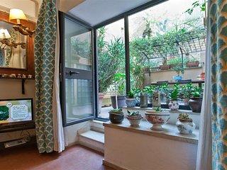 Arco della Ciambella loft 1606 apartment in Centro Storico with air conditioning