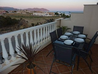 Sea/Mountain View Town House, El Alamillo, shared Pool and WiFi