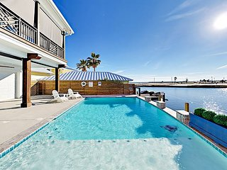 Brand-New Waterfront Home on Aransas Bay w/ Huge Pool, Chef's Kitchen & Dock