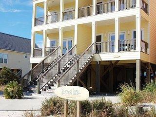 Beach Life 1A: Gorgeous 3BR, 3BA duplex located one block off the beach