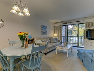 Gorgeous Grand Traverse Bay Beach Front Condo