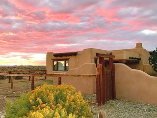 Charming Adobe Home, Pet-Friendly w/ Mountain Views