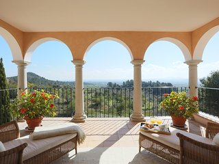Private Villa set within acres of land, beautiful large pool, impeccable gardens