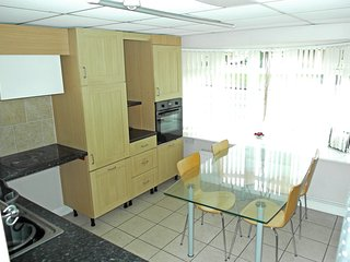Near Coventry & Nuneaton Ideal for Business or Visiting the area.
