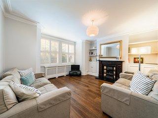 Lovely, modern 2 bed 2 Bathroom flat in Battersea