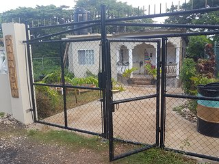 Jamaican Dream Apartment with Kitchenette AC Wifi