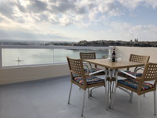 Harbour Seaviews & roof terrace in Senglea House