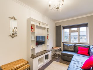Luxury London Apartment 3 minutes from Wood Green Underground Piccadilly Line